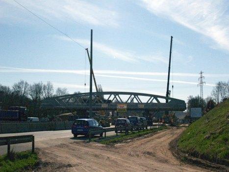 Die neue Brücke auf der A7 vor ihrem Einbau