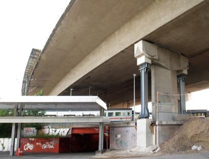 Zusätzliche Stützen unter der Langenfelder Autobahnbrücke