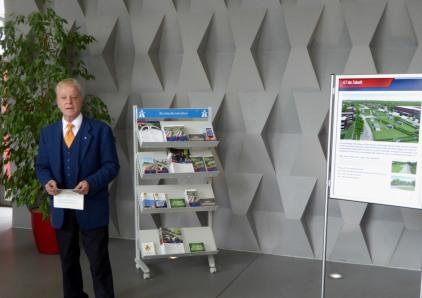 Verkehrskoordinator Gerhard Fuchs eröffnet die info-Ausstellung