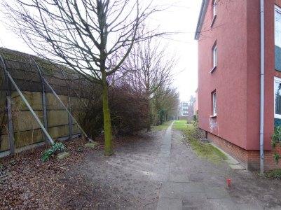 Die Mauer neben dem zukünftigen Stellinger Deckel an der A7 am Nienredder.