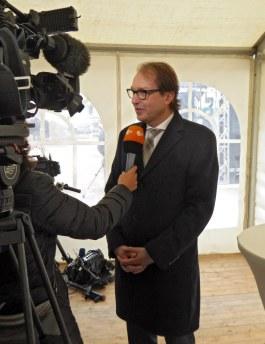 Baubeginn des Stellinger Deckels, Verkehrsminister Alexander Dobrindt wird interviewt.