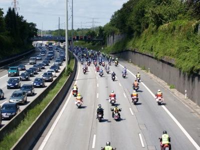 Motorradfahrer auf der A7 in Stellingen